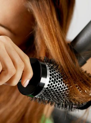 Fön için  Bu fırça, saçlarına istediğin şekli vermeye ve fön çekmeye yarar. Fön, saça zarar veren bir işlem olduğundan, kaliteli bir fırça seçmende yarar var. Şekildeki gibi petek dokulu metal fırçalar, saçlarına diğerlerine göre daha az zarar verir.